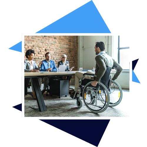 Mann im Rollstuhl beim Bewerbungsgespräch